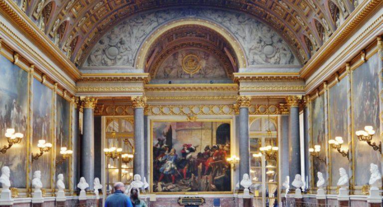 Versailles_Château_de_Versailles_Innen_Galerie_des_Batailles_08-2